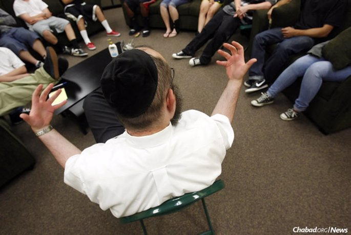 As the opioid epidemic accelerates, Jewish families have turned to Project HEART, which works to provide for the Jewish needs of teenagers in treatment centers and as part of wilderness therapy programs. Above: Benny Zippel, co-director of Chabad Lubavitch of Utah in Salt Lake City, counsels a group of teens.