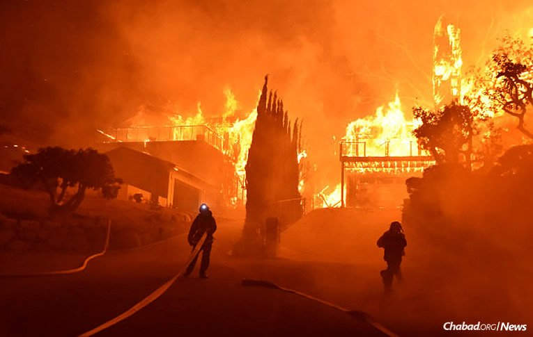 """Nearly 100,000 acres have burned across Ventura County and 20,000 more in Los Angeles County as firefighters continue to grapple with volatile winds that are literally fanning the fires. More than 100,000 people have been displaced, either voluntarily or due to mandatory evacuations as part of a first-ever """"purple alert."""" (Photo: Ventura County Fire Department)"""