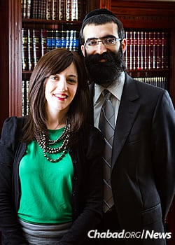 Rabbi Binyomin and Malky Bitton (Photo: Noam Dehan)