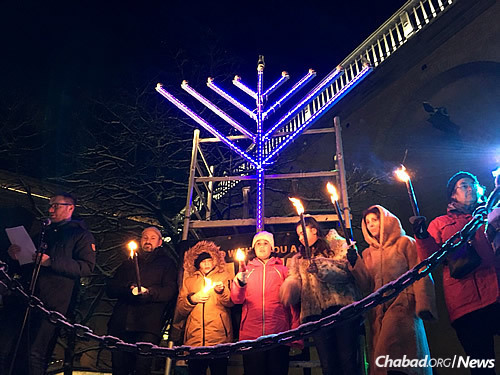 At the event, eight community members formed a human menorah, spreading light to the world. Mayor of Gothenburg Ann-Sofie Hermansson attended, addressing the crowd and vowing that Sweden must remain a safe home for its Jewish citizens.