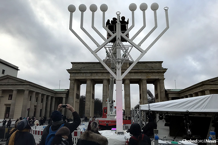 Image result for picture of chabad lubavitch setting up menorah at quadriga of apollo