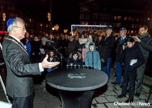 Amsterdam Mayor Jozias van Aartsen, left, speaks to the crowd just weeks after a violent incident rattled the community. (Photo: DPHOTO/Dirk P.H. Spits)
