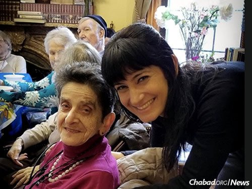Chabad's educational director Sheli Man-Steinberg with local seniors