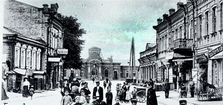 A busy street in Homel, once a center of Jewish life (image: www.globus.tut.by).