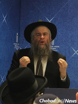 Rabbi Yosef Chaim Kantor spoke of the Rebbe's response to tragedy and loss. (Photo: Chabad of Mumbai/Chabad.org)