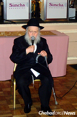 Addressing the audience at a wedding. (Photo: Mordechai Lightstone)