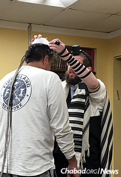 Wrapping tefillin with a community member