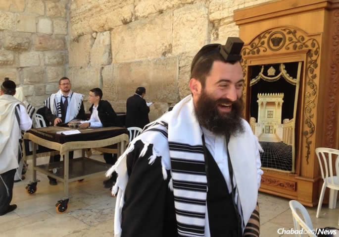 Rabbi Yitzi Hurwitz at the Kotel in Jerusalem in 2013, soon after he was diagnosed with ALS. (File photo)