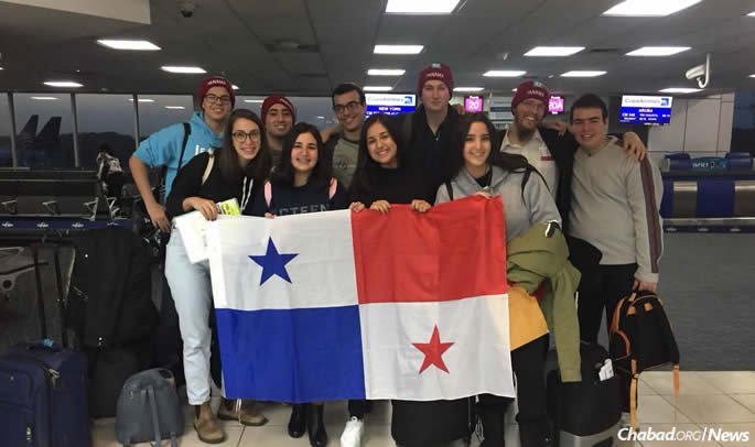 The contingent from Panama arrives in New York.