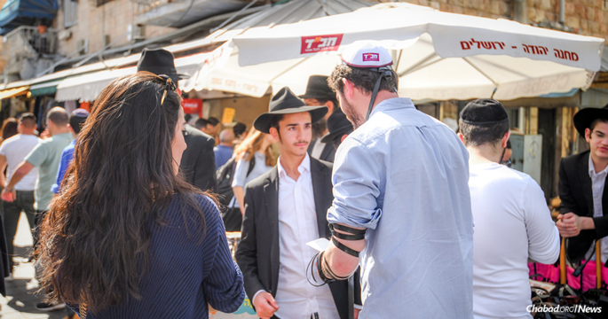 The tefillin stand in the center of the Machane Yehuda open-air market in Jerusalem is one of the smallest yet busiest Chabad centers in the world. (Photo: Aviad Tevel)