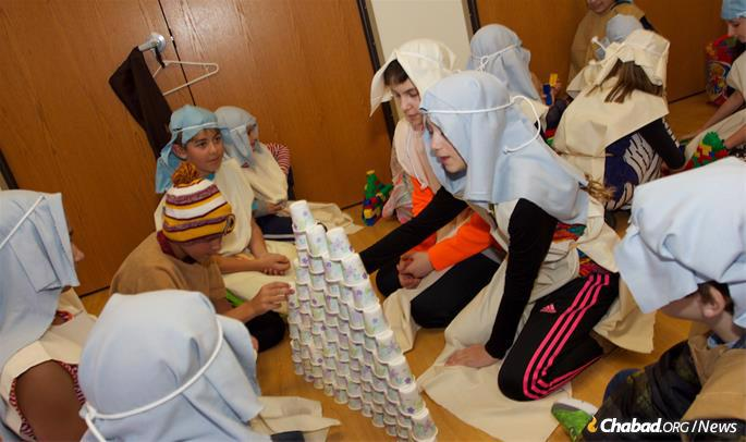 Children in Anchorage learn to be part of the Passover story. (Photo: Lisa J. Seifert)