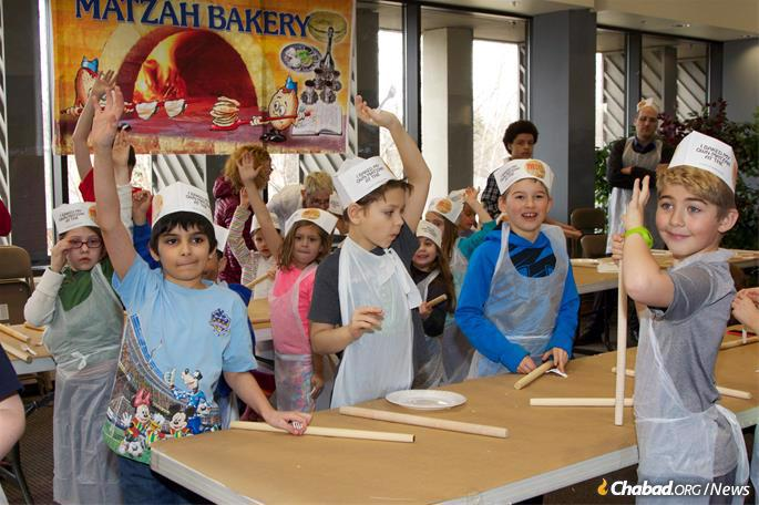 The Alaska program includes matzah-baking. (Photo: Lisa J. Seifert)