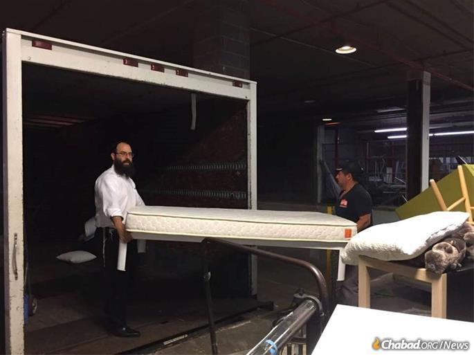 Rabbi Yosef Plotkin Helps Transport Furniture For Victims Of A Devastating  Tornado In Greensboro, N.C.