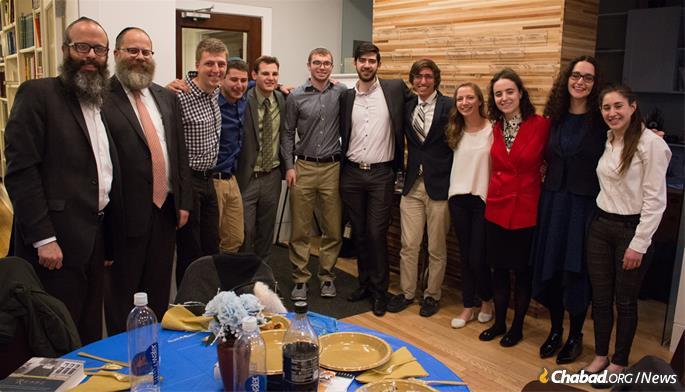 Rabbi Yossi Brackman, Rabbi Dubi Rabinowitz and the 10 contest finalists.
