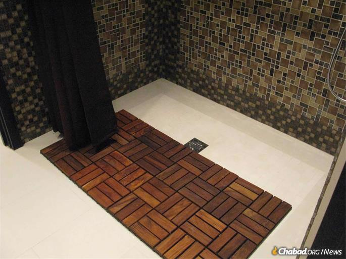 The wheelchair-accessible shower at the Hallandale mikvah. (Photo provided by Rabbi Leibel Miller)
