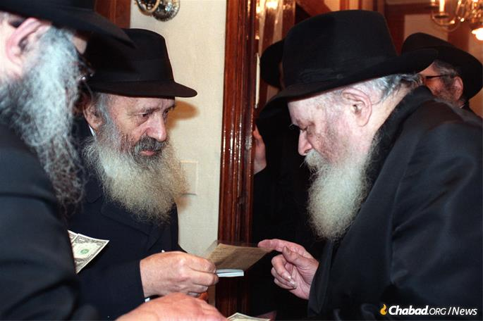 R' Chaim Yosef Dovid Neymotin assisted the Rebbe's parents in exile. (Photo; JEM / The Living Archive )