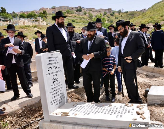 Family, friends and students of Rabbi Aryeh Leib Kaplan gather at his resting place in the historic Jewish cemetery in Safed, Israel, on the 20th anniversary of his passing. (Photo: Jodi Sugar)