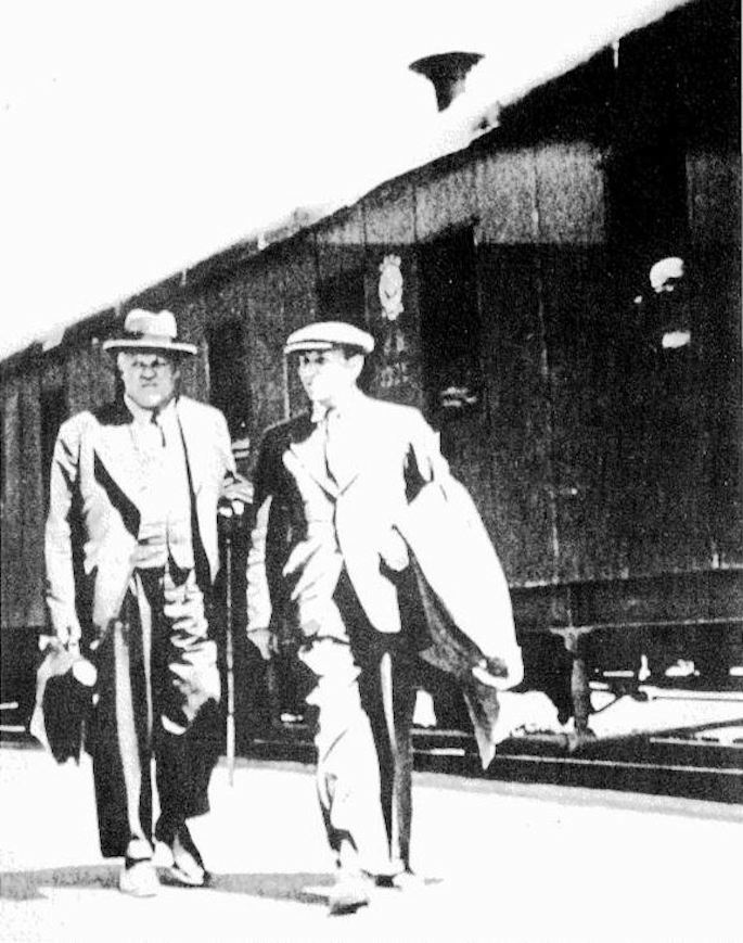 An arrested Karlis Ulmanis (left) being led by an agent of the NKVD on July 23, 1940, in Moscow.