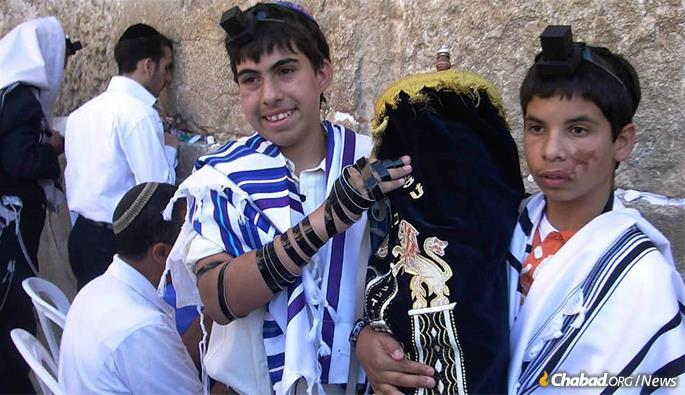 CTVP arranges bar and bat mitzvah ceremonies for orphaned children who have lost one or both parents in terrorist attacks.