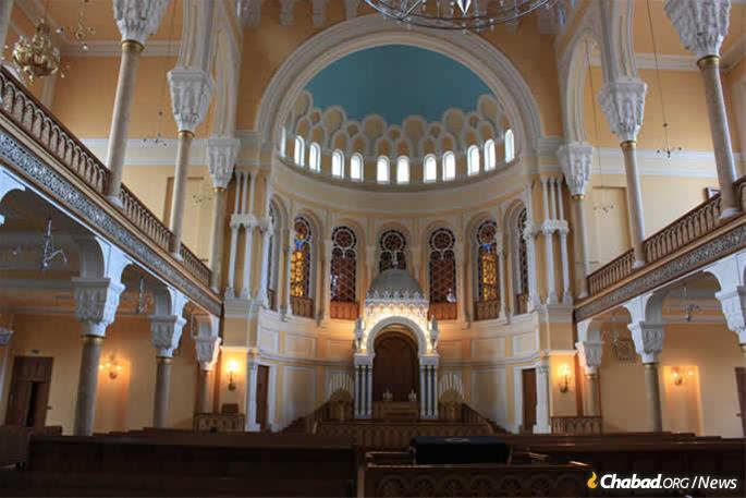In St. Petersburg, Rabbi Menachem Mendel Pevzner will greet tournament guests and host Shabbat meals from his base in the historic Grand Choral Synagogue.
