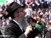 "Avraham Fried Sings ""Ani Maamin"" at Lag BaOmer Rally"