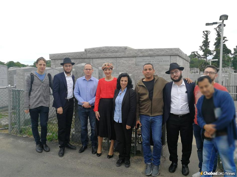 Members of Knesset Oded Forer, third from left; Shuli Mualem-Refaeli, fourth from left; Nurit Koren, center; and Yoel Hassan, fourth from right; with other visitors at the Ohel.