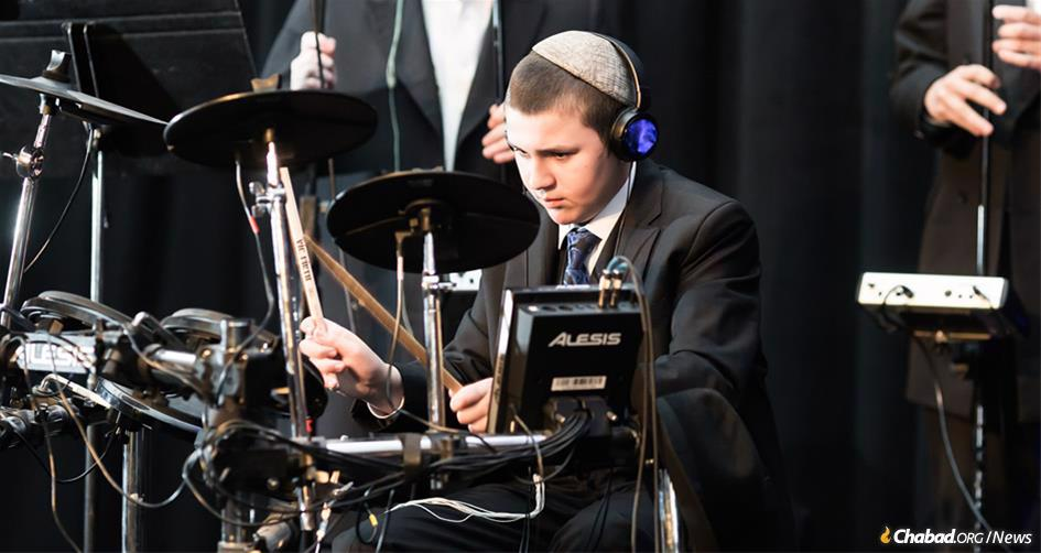 Levi Harlig sang and drummed for three hours with entertainer Avraham Fried at a community-wide celebration at the Four Seasons Hotel on the Las Vegas Strip. (Photo: Norina Kaye)