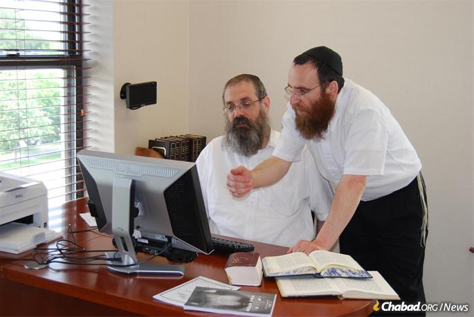 Rabbi Dovid Feldman and Rabbi Yisroel Shimon Kalmenson (Photo: Lahak)