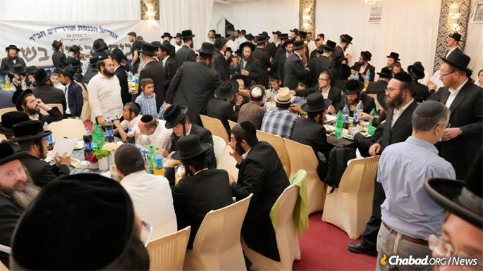 The Chabad welcome tent was packed night and day. (Photo: Omri Pri)