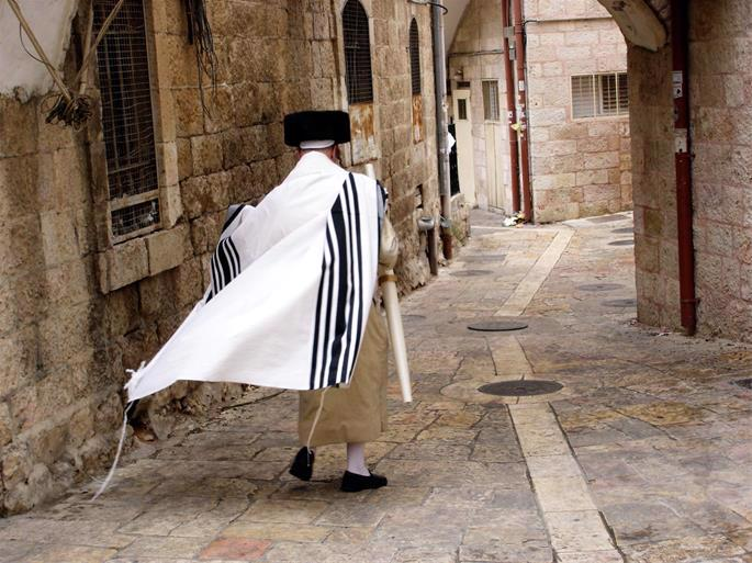 The distinctive garb of the Jerusalmite Chasidim includes elements of both Ashkenazi and Sepharadic traditions, which existed side by side in the Holy Land for centuries.