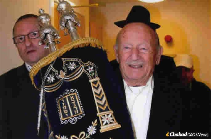 Kaye and his son, Larry, with the Sefer Torah he donated to Chabad of Bournemouth.