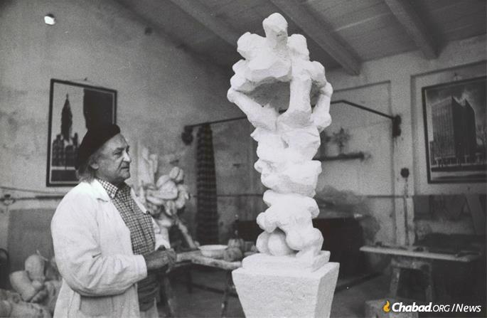 Jacques Lipchitz, born in the town of Druskininkai, today Lithuania, spent the pre-war years in Paris, becoming friends with Picasso, Modigliani and Soutine, among others. He first visited Tuscany in 1962, falling in love with the place, seen here at his studio in Villa Bozio circa 1967. (Photo: Jacques Lipchitz Collection at the Smithsonian Archives of American Art)