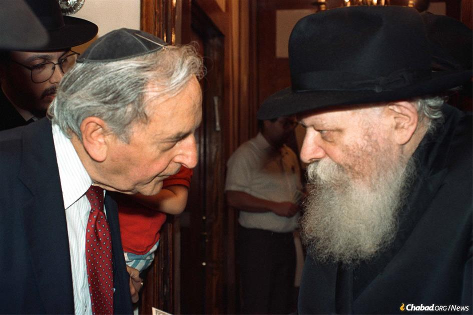 Milton (Yechiel Michel HaLevi) Kramer receives a dollar and a blessing from the Lubavitcher Rebbe. (Photo: JEM)