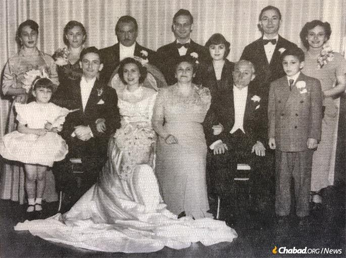 Family portrait at the wedding of Milton and Rita Kramer