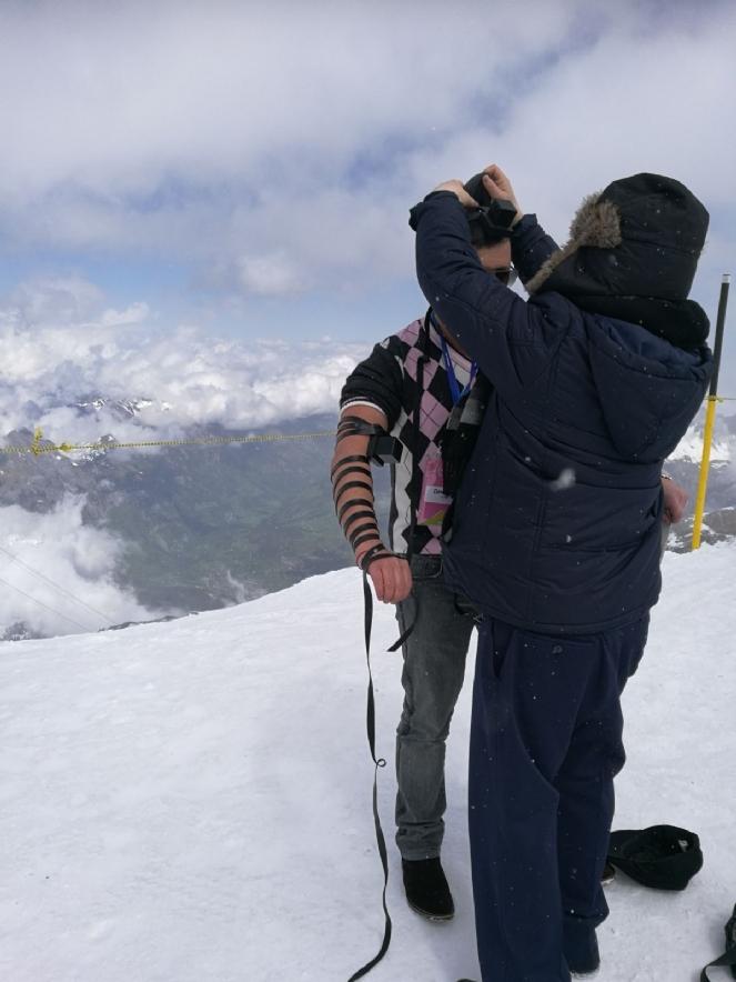Фото из личных фотографий участников Евростарс с Риги Надевание тфилина на горе Титлис
