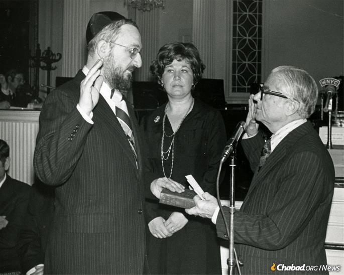 Fogelman, with Mayor Beame, making his affirmation to become youth commissioner of New York. (Photo: Fogelman family collection)