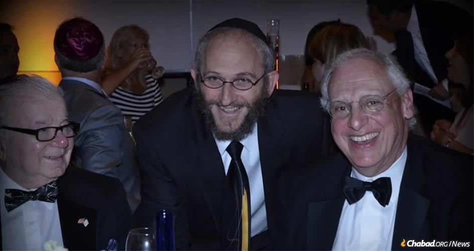 Rabbi Mendel Sasonkin, center
