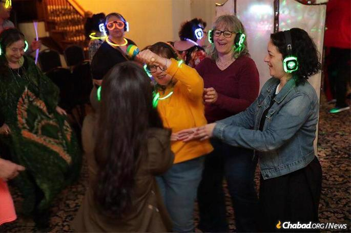 The sensory-friendly Sukkot celebration enabled Friendship Circle participants and members of the larger community to come together for the Sukkot event.