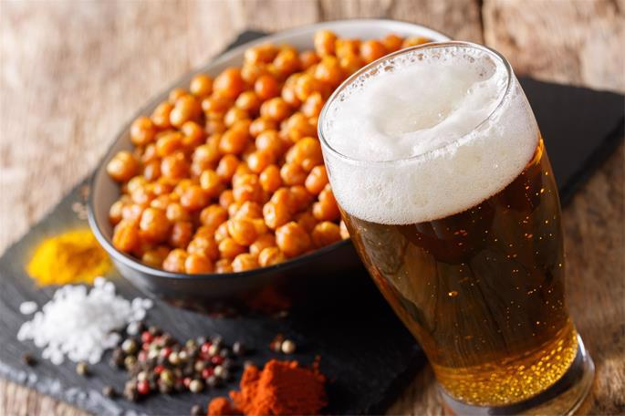 Chickpeas and beer are traditionally served at a Sholom Zachar.