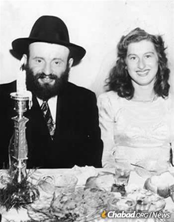 Rabbi and Rebbetzin Kramer at their wedding