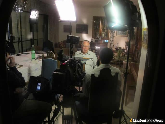 """Elimelech Leiman being interviewed by Jewish Educational Media (JEM) for the """"My Encounter with the Rebbe"""" oral-history project in 2011. When Rabbi Yossi Groner, executive director of Chabad of North Carolina, read about the encounter four years later, he was inspired to think out of the box."""