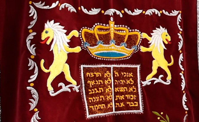 Typical Torah ark decorations include lions, crowns, and luchot. (Photo: Chabad-Lubavitch of Hungary)