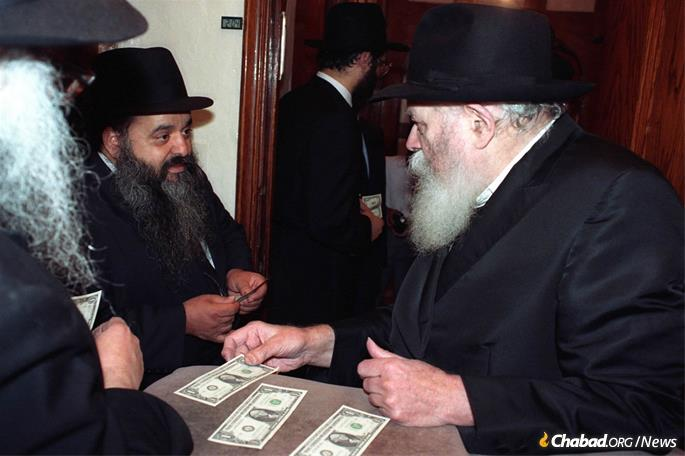 Hezkia receives a dollar and a blessing from the Rebbe. (Photo: JEM)