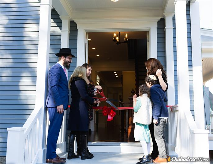 Cutting the ribbon for the official welcome (Photo: Chabad of Dartmouth)