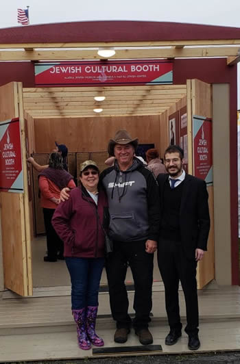 Rabbi Mendel Greenberg with Steve and Karen Mahoy