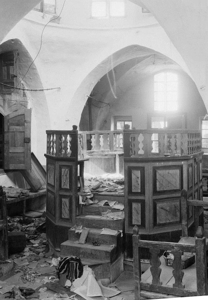 The Avraham Avinu synagogue desecrated during the Hebron riots in 1929. (Photo: Wikimedia)