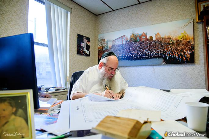 Rabbi Moshe Kotlarsky, director of the International Conference of Chabad-Lubavitch Emissaries and vice chairman of Merkos L'lnyonei Chinuch—the educational arm of the Chabad-Lubavitch movement—prepares for the annual event. (Photo: Shimi Kutner)