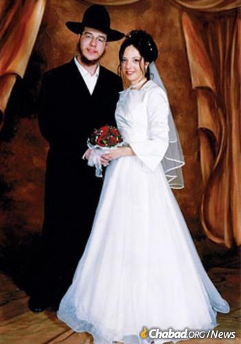 The Holtzbergs, seen on their wedding day, moved to Mumbai in 2003 and became beloved leaders in the community. (Photo: Chabad.org)