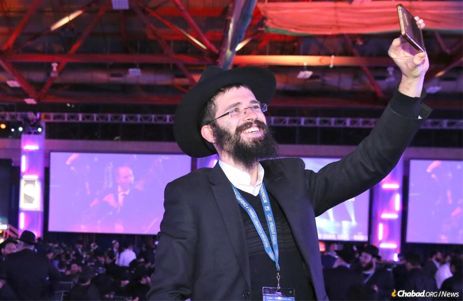 More than 5,600 rabbis and guests from 100 countries gathered for the Sunday-night gala dinner highlighting the 35th International Conference of Chabad-Lubavitch Emissaries. (Itzik Roytman/Chabad.org)