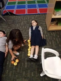 Kindergarten Measuring With Apples September 2018